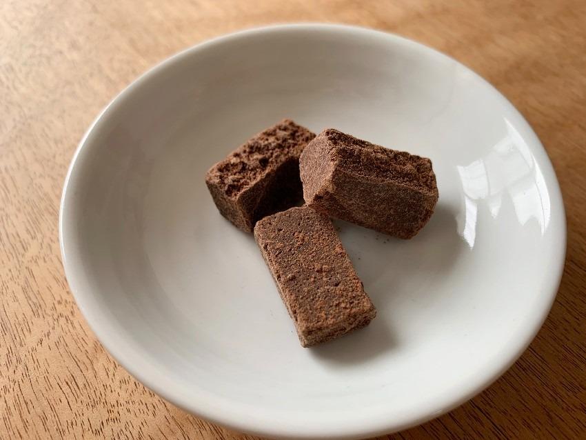 小さいサイズに割れる黒糖チョコレートがあったらいいな